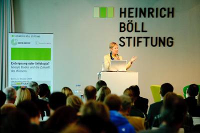 Dr. Irene Pakuscher, Leiterin des Referats Urheberrecht im BMJ, bei Ihrem Vortrag (Foto: stephan-roehl.de)