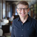 Geoff Brigham wurde 2011 Justiziar der Wikimedia Foundation. Zuvor arbeitete er als Rechtschef bei Ebay, als Staatsanwalt in Miami, Florida sowie als Rechtsattaché für das US-Justizministerium in Paris.