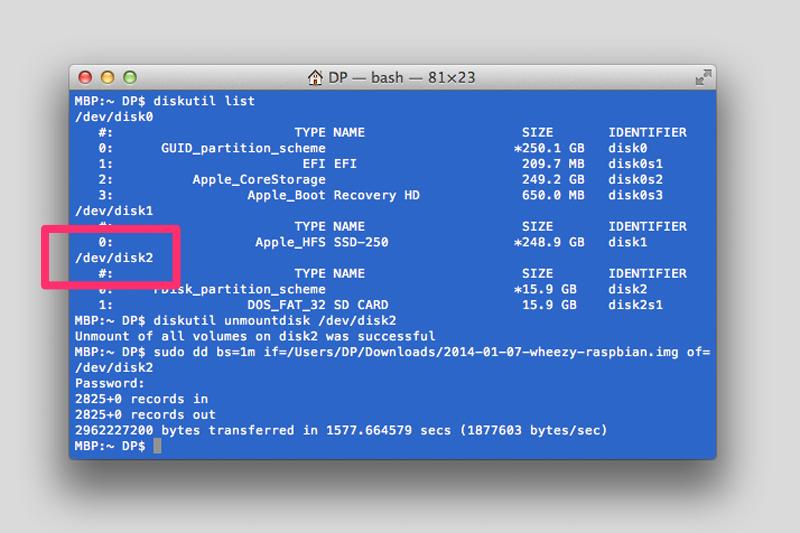 """Befüllt man die SD-Karte per Kommandozeile, sollte man ganz besonders auf die richtigen Pfadangaben achten, um nicht versehentlich Laufwerke zu löschen. Hier im Beispiel ist die SD-Karte unter """"/dev/disk2"""" erreichbar."""