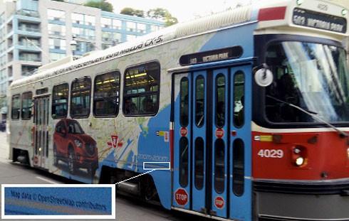 Straßenbahn mit Openstreetmap-Karte, Foto: Rw, CC BY-SA