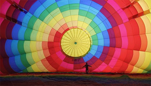 Cappadocia-Balloon-Inflating-CC-BY-SA-Benh-Lieu-Song