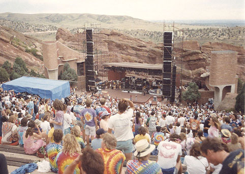 Fans vor einem Konzert in Red Rocks, Colorado, 1987. Foto: Mark L. Knowles, CC BY-SA