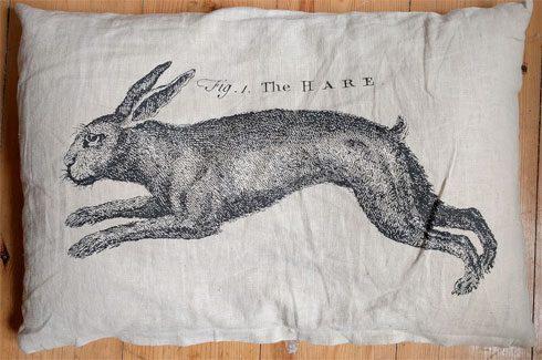 """Kissen """"The Hare"""" von Ikea."""